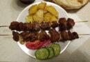 Вкусный шашлык из свинины на шпажках — рецепт сочного шашлыка с картошкой в духовке